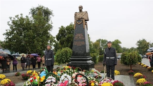 В Болграде на месте Ленина поставили памятник российскому генералу