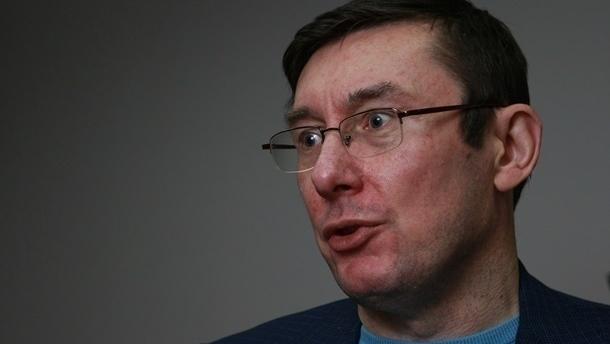 Луценко: Палатки возле Рады сносить не будут