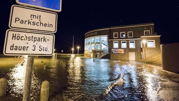 В Европе из-за урагана погибли минимум 5 человек