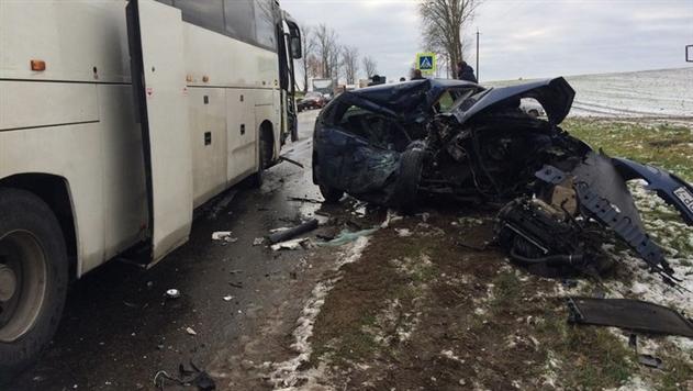 Женщина-водитель погибла, столкнувшись с автобусом под Минском