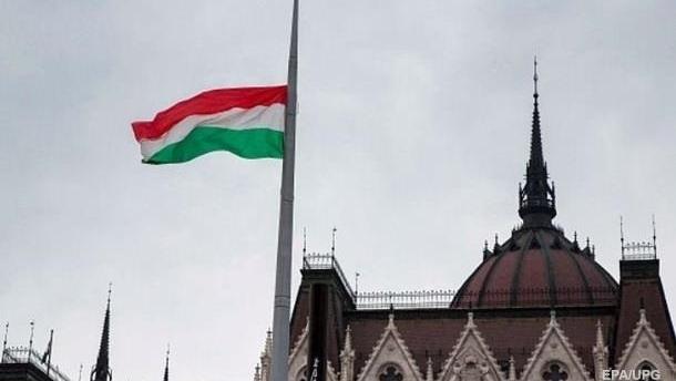 Венгры митинговали за