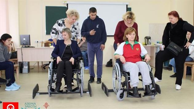 В Беларуси стартовала кампания по обучению специалистов по уходу за пожилыми и тяжелобольными людьми