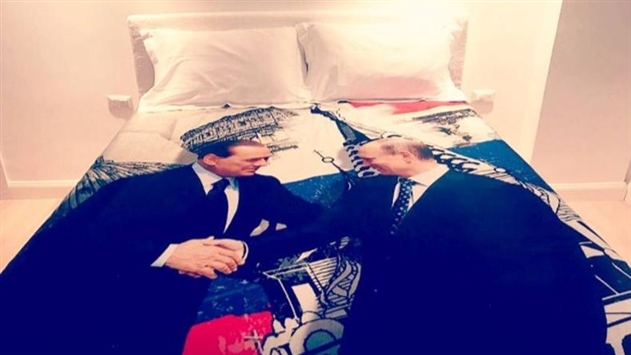 Берлускони подарил Путину постельное белье