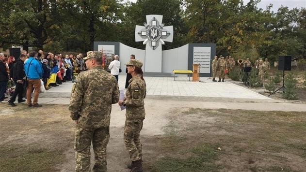 В Днепропетровской области осквернили памятник погибшим в АТО