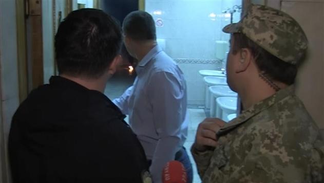 Появилось видео, как Левченко зажег дымовую шашку в туалете Рады