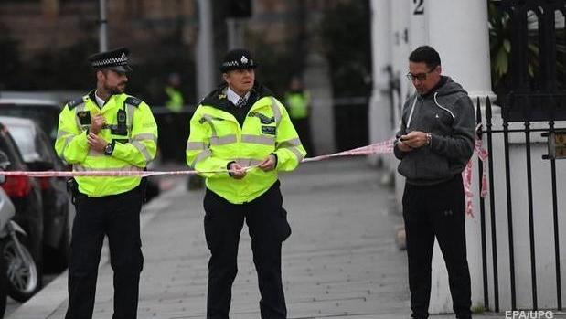 В Лондоне шесть грабителей сбежали на одном мотороллере