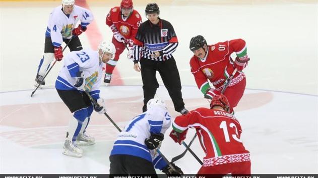 Лукашенко забил две шайбы на старте турнира по хоккею среди любителей