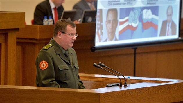 Белорусы требуют отставки министра обороны
