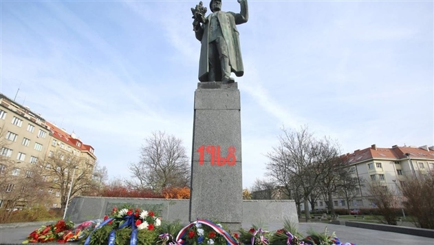 В Праге разрисовали памятник советскому маршалу Коневу