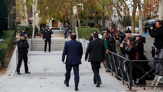 Испания хочет арестовать всех лидеров Каталонии