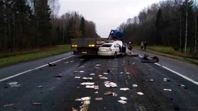 ГАИ об аварии под Оршей: водитель Iveco выехал встречку и столкнулся с фурой