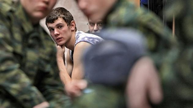 В Витебске солдат из-за насмешек сослуживцев порезал себе руку