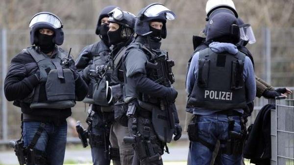 Спецназ Германии обезвредил мужчину, взявшего в заложники чиновницу