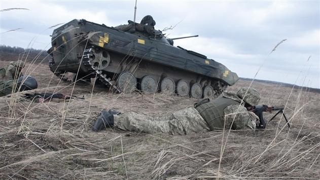 В зоне АТО 33 обстрела, ранены два бойца – штаб