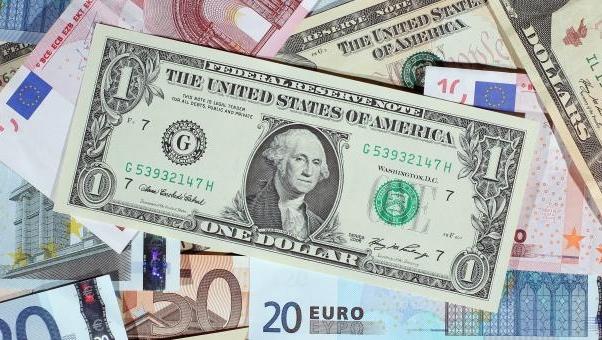 Рубль ослаб ко всем валютам корзины на торгах БВФБ