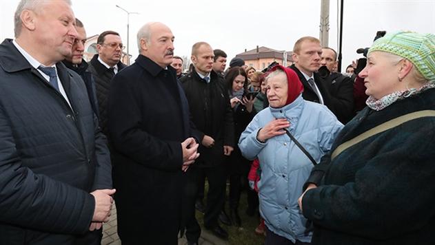Лукашенко о поездке на Tesla: проехал 280 км/ч и испугался, что он может взлететь