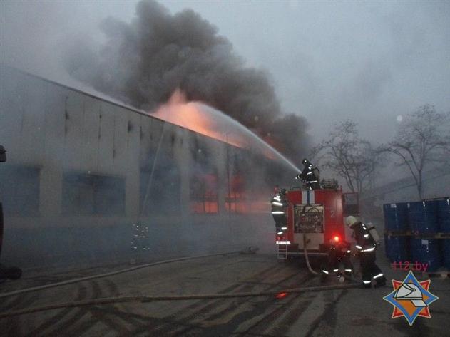 МЧС: в Жлобине крупный пожар на флагмане металлургии БМЗ — фото