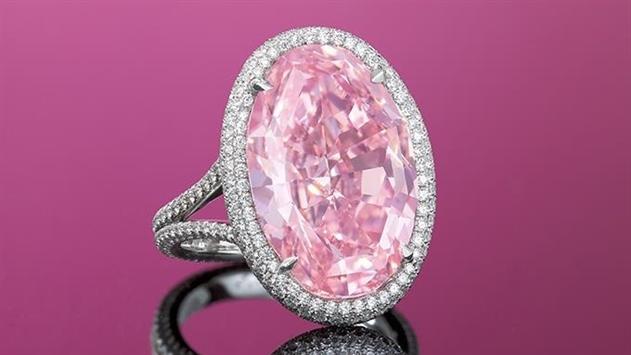 На аукционе Christie's продали розовый бриллиант за $32 млн