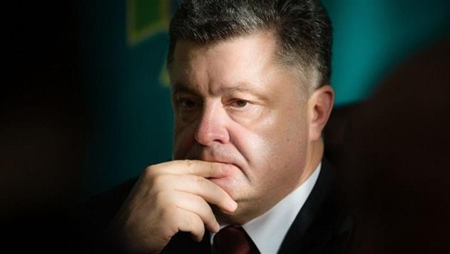 В октябре Порошенко получил 28 тысяч гривен зарплаты