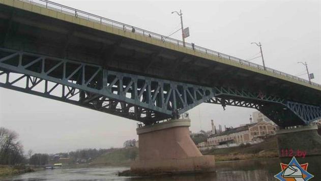 В Гродно водитель автобуса на глазах у пассажиров прыгнул с моста в реку