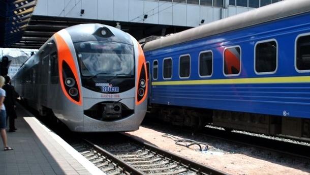 УЗ назначила «праздничные» поезда из Киева в Тернополь и Запорожье