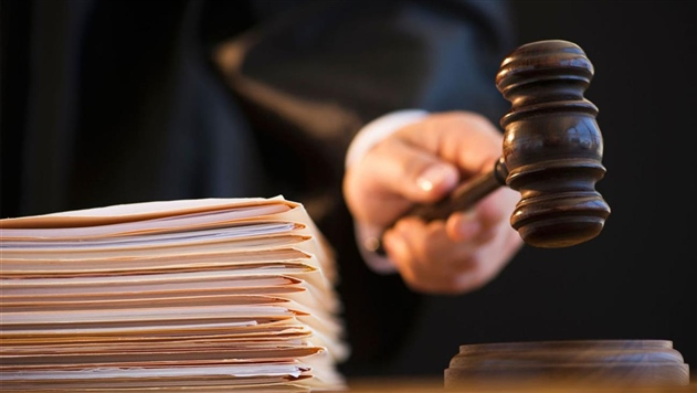 Прокурор запросил 10 лет для минского чиновника, обманувшего людей на $500 тыс