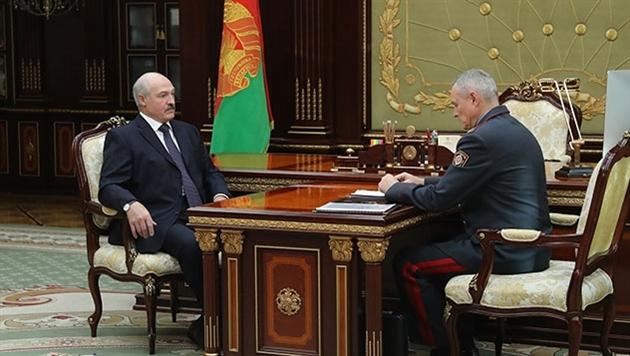 Лукашенко похвалил милиционеров, задержавших грабителя банка в Могилеве