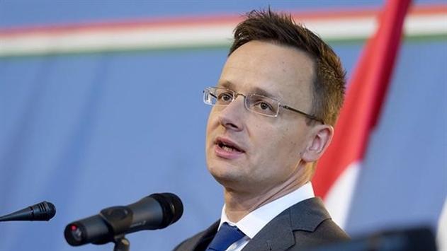 Венгрия требует расследования инцидента с флагом