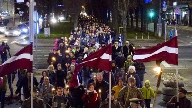 В Риге прошло факельное шествие