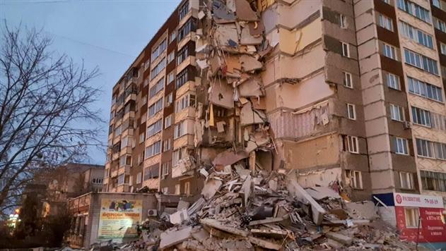 Число жертв обрушения многоэтажки в Ижевске достигло 4 человек