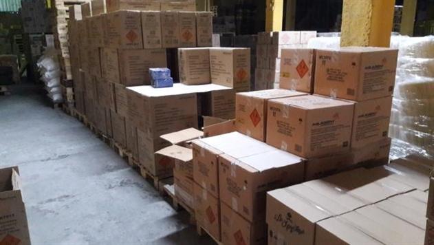 В Радошковичах на продуктовом складе нашли 1,5 млн единиц пиротехники