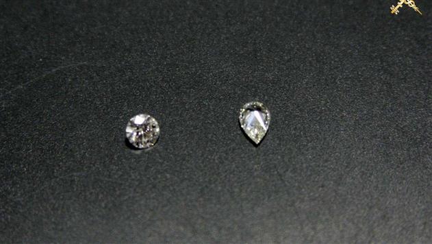 Брестские таможенники нашли в вещах россиянина 12 спрятанных бриллиантов
