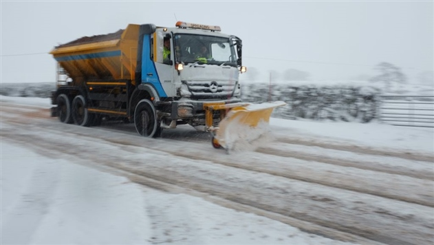 Британию засыпало снегом, парализован транспорт
