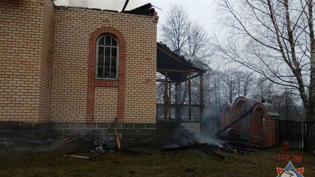 В Вилейском районе после службы загорелась церковь