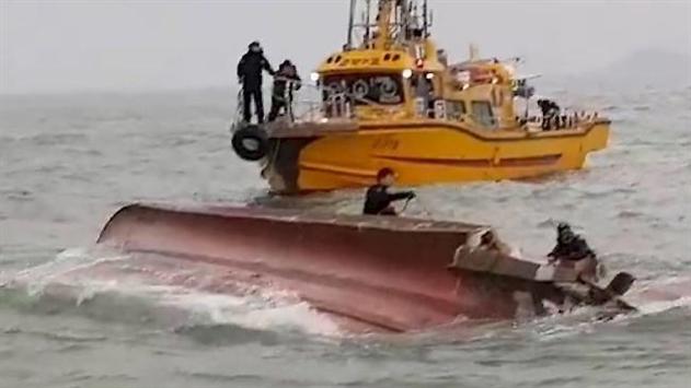 Возле Южной Кореи столкнулись танкер и судно: 13 жертв