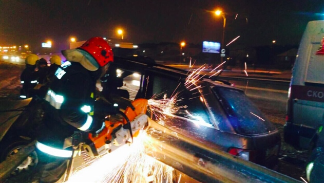 ДТП на МКАД: Audi влетела в отбойник — фото
