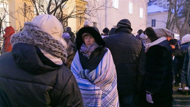 Десятки минчан мерзли всю ночь на улице ради дешевых квартир
