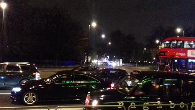 Возле Букингемского дворца обнаружен подозрительный автомобиль