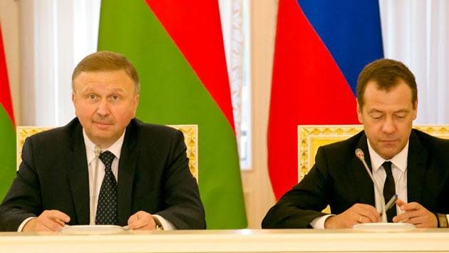 Медведев летит в Гомель на встречу с Кобяковым