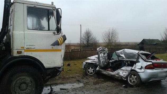 В Пружанском районе «Мазда» выехала под МАЗ: водитель погибла