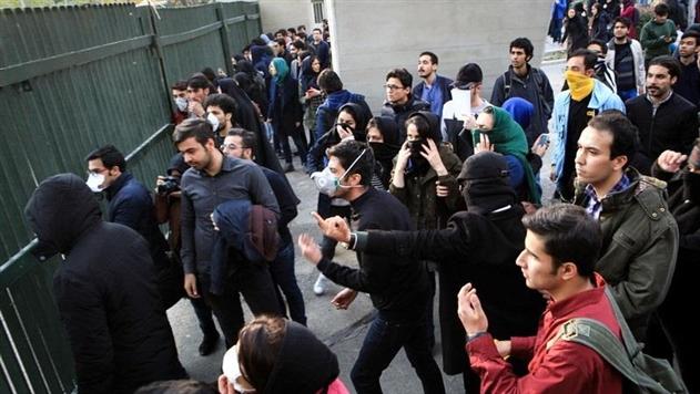 В столице Ирана продолжаются массовые протесты