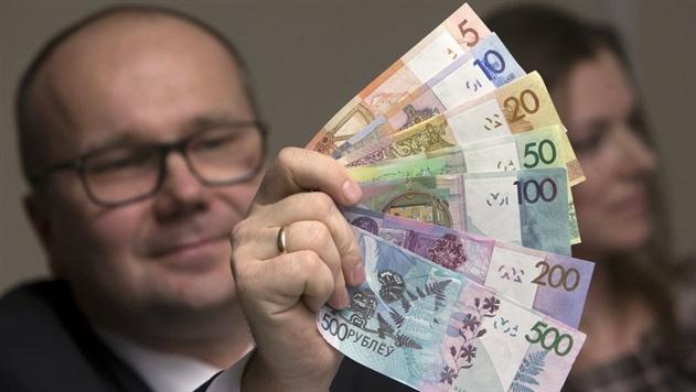 Курс доллара упал перед выходными ниже 2 рублей