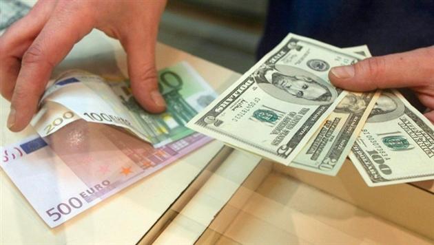 Стали известны курсы доллара, евро и российского рубля на 1 января