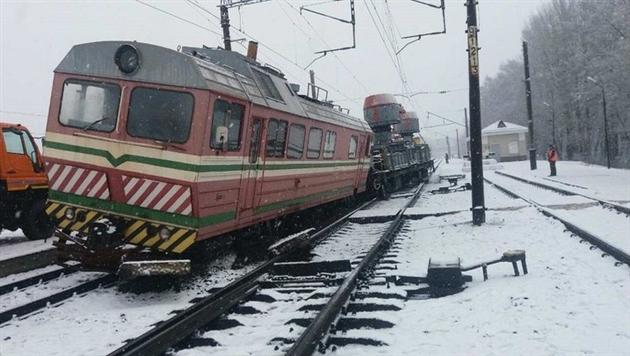 В Минском районе ремонтный поезд сошел с рельсов