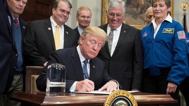 Трамп возобновил программу полетов США на Луну