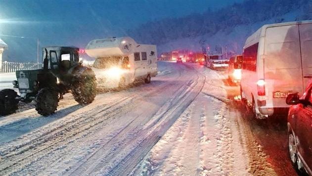 Из-за снегопада на Закарпатье транспортный коллапс