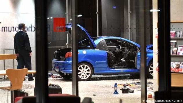 Штаб-квартиру СДПГ в Берлине протаранил автомобиль