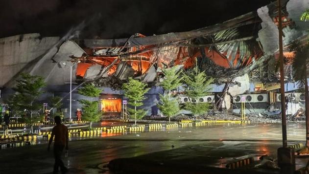 На Филиппинах десятки людей погибли при пожаре в торговом центре