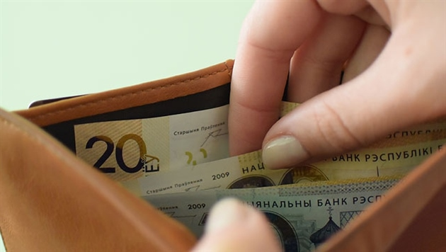 В ноябре средняя зарплата белорусов снова покатилась вниз