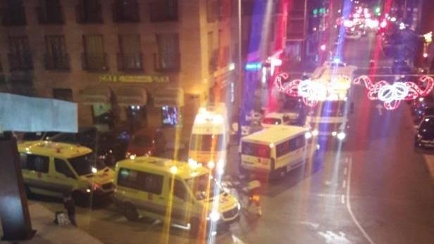 В Испании пассажирский поезд врезался в заграждение: десятки пострадавших
